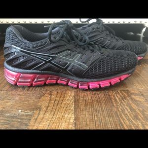 ASICS size 7.5 black sneaker with pink sole!